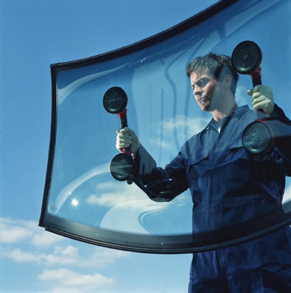 Замена лобового стекла на автомобилях BMW