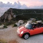 Cooper Cabrio от Mini проходит тест драйв